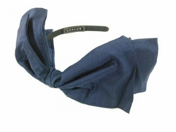 LUDLOW(ラドロー) カチューシャ美品  化学繊維 黒×ネイビー リボン