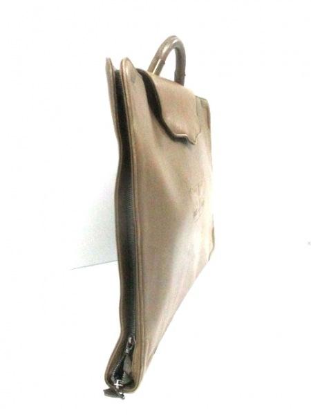 YOSHIYUKI KONISHI(ヨシユキコニシ) バッグ ライトブラウン 型押し加工 レザー