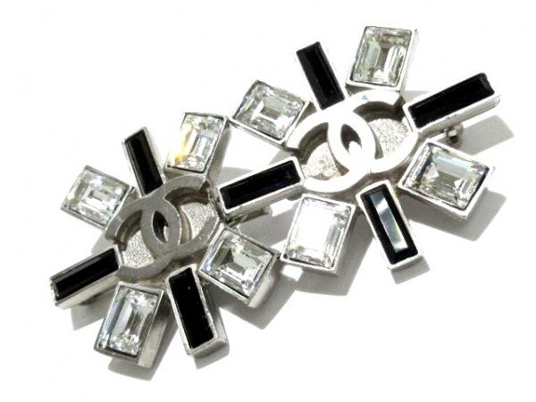 CHANEL(シャネル) ブローチ美品  金属素材×ラインストーン シルバー×クリア×黒