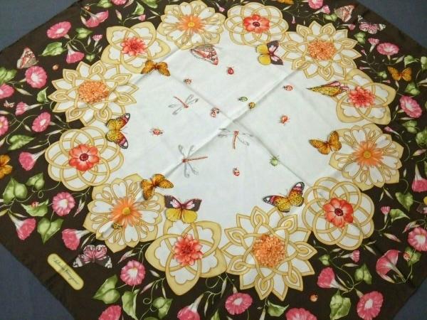 サルバトーレフェラガモ スカーフ美品  ダークブラウン×マルチ 花柄