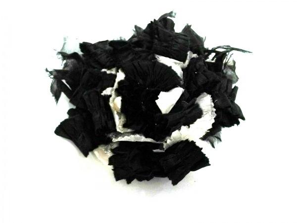 RODA(ロダ) ブローチ美品  サテン 黒×アイボリー