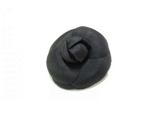 CHANEL(シャネル) ブローチ美品  化学繊維 黒 カメリア