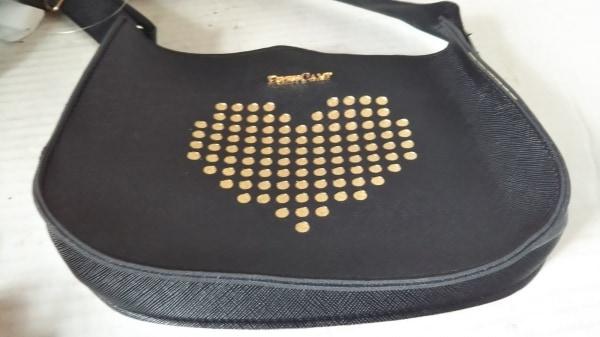 DRESS CAMP(ドレスキャンプ) ショルダーバッグ美品  黒×ゴールド ハート 合皮