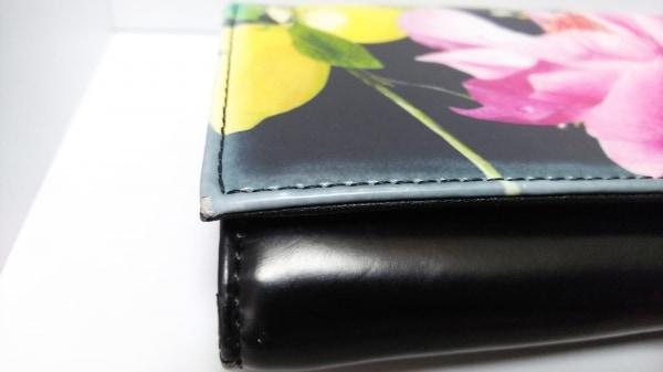 TED BAKER(テッドベイカー) 長財布 黒×ピンク×マルチ がま口/花柄