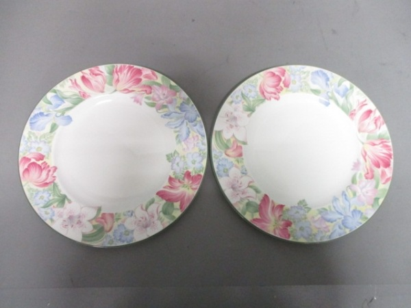 ロイヤルドルトン プレート新品同様  白×マルチ 花柄/プレート×2 陶器