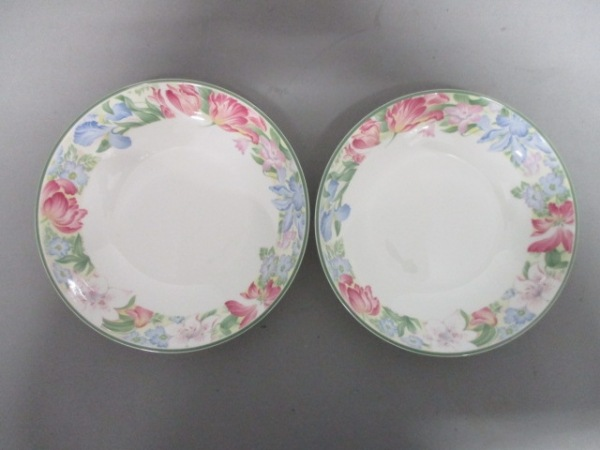 ROYAL DOULTON(ロイヤルドルトン) 食器新品同様  白×マルチ 花柄/ボウル×2 陶器