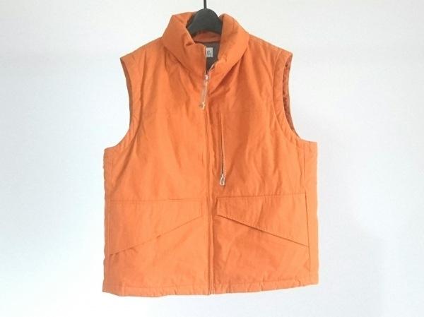 C.P.COMPANY(シーピーカンパニー) ダウンベスト サイズ50 メンズ オレンジ 冬物