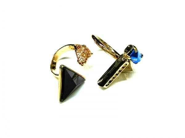 イオッセリアーニ リング美品  金属素材×ラインストーン ゴールド×黒×マルチ