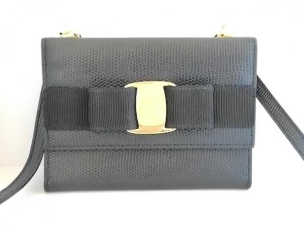 サルバトーレフェラガモ 財布 ヴァラ 黒 ショルダーウォレット/三つ折り/型押し加工