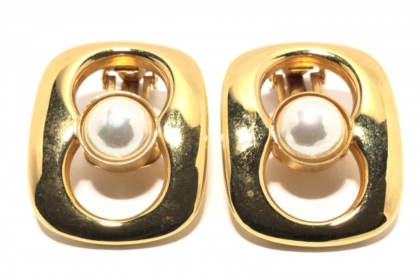 グッチ イヤリング - 金属素材×フェイクパール ゴールド×白 イヤーパッドなし