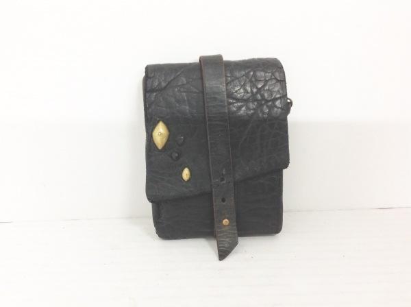 saranam(サラナン) 3つ折り財布 黒 型押し加工 レザー