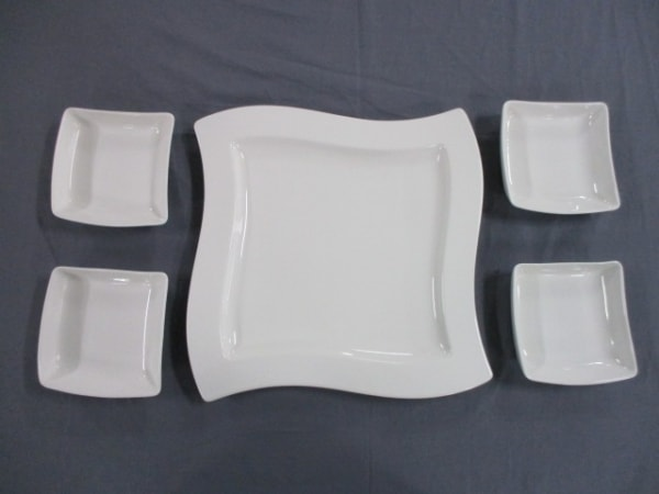 ビレロイ&ボッホ 食器新品同様  白 ミニプレート×4/大プレート×1 陶器