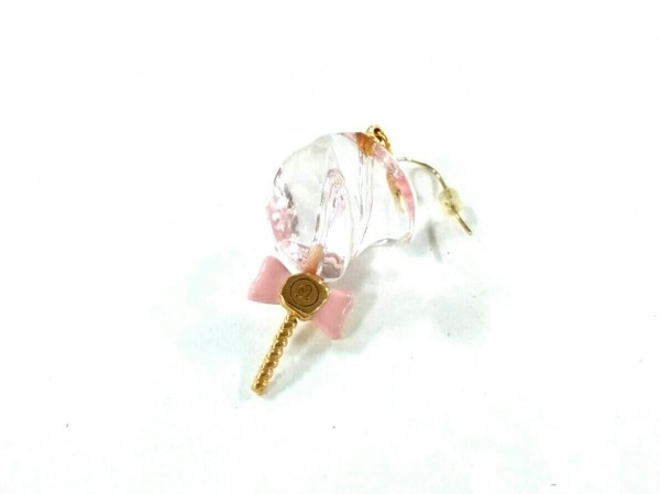 キューポット ピアス美品  プラスチック×金属素材 ピンク×ゴールド リボン/片側のみ