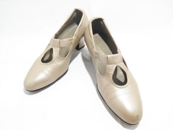 菊地武男の靴(キクチタケオノクツ) パンプス 22 1/2 レディース アイボリー レザー