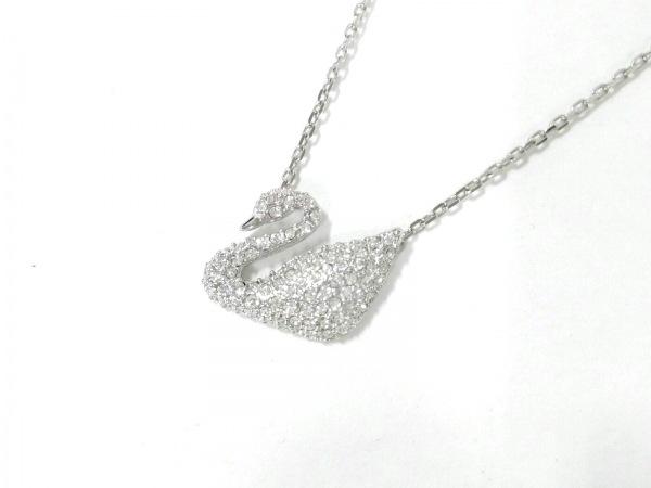 スワロフスキー ネックレス美品  金属素材×スワロフスキークリスタル スワン