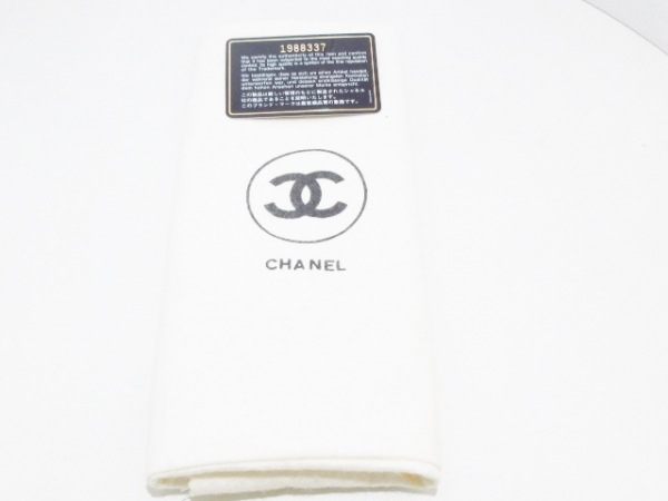 CHANEL(シャネル) ショルダーバッグ マトラッセ アイボリー×白 エナメル(レザー)
