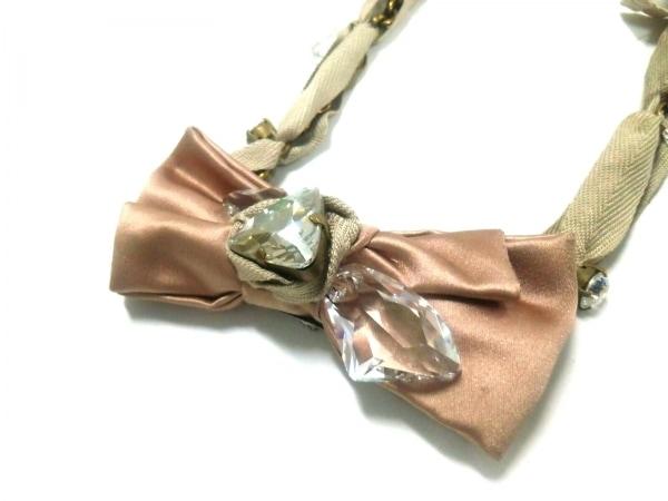 ミュウミュウ ネックレス 金属素材×化学繊維 ピンク×ベージュ×ゴールド リボン