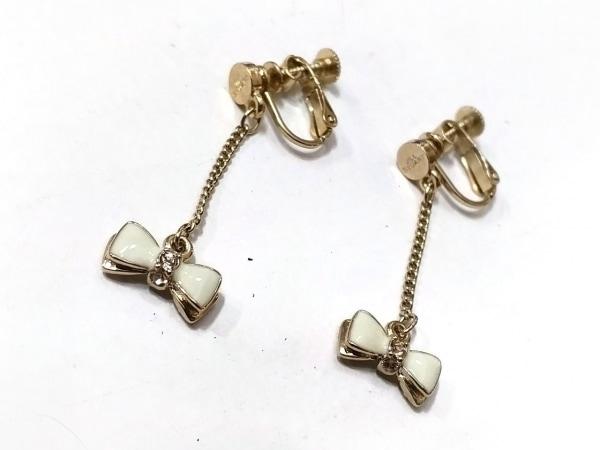 ジルスチュアート イヤリング美品  金属素材 ゴールド×アイボリー リボン