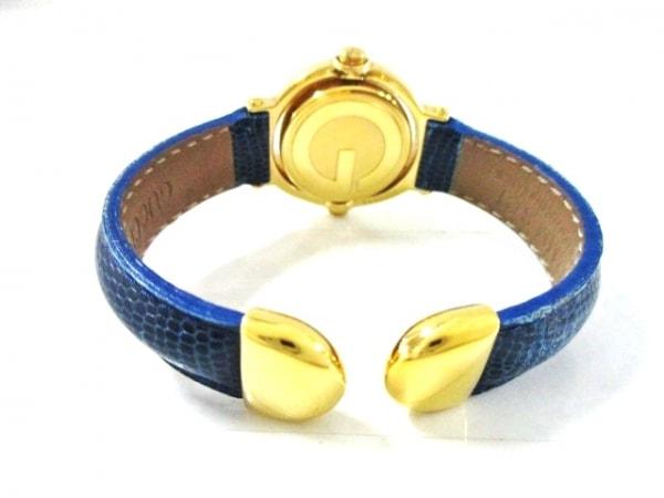 GUCCI(グッチ) 腕時計美品  - レディース バングルウォッチ/回転文字盤 白