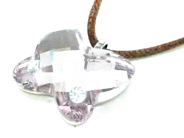 スワロフスキー ネックレス美品  スワロフスキークリスタル×レザー ピンク 蝶