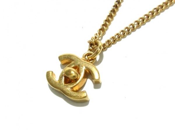 CHANEL(シャネル) ネックレス美品  - 金属素材 ゴールド ココマーク/ターンロック