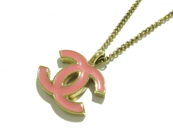 CHANEL(シャネル) ネックレス美品  金属素材 ゴールド×ピンク ココマーク