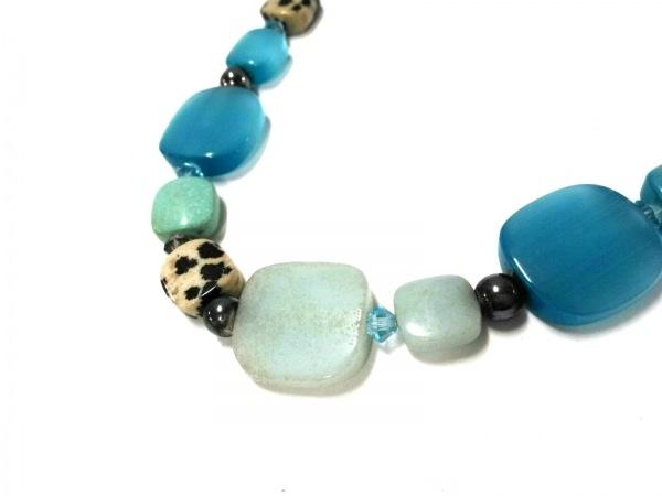 タテオシアン ネックレス美品  カラーストーン×金属素材 ベージュ×ライトブルー