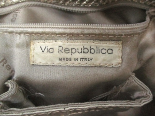 ViaRepubblica(ヴィアリパブリカ) ショルダーバッグ ゴールド 型押し加工 レザー