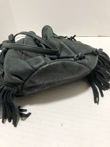 TRES(トレ) ショルダーバッグ 黒 フリンジ レザー