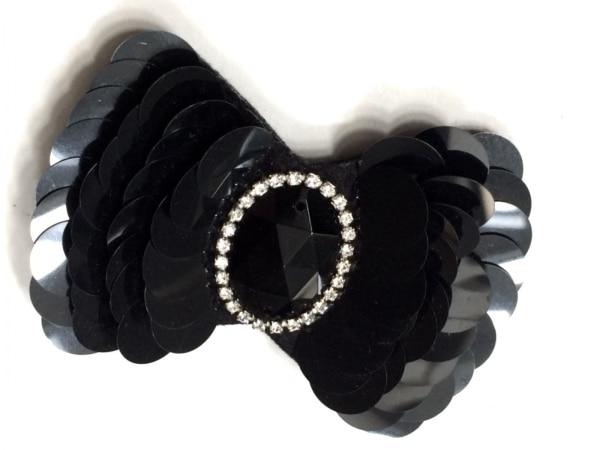 トゥービーシック ブローチ美品  プラスチック×ラインストーン×金属素材 黒×白