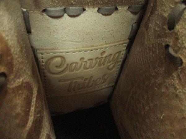 Carving Tribes(カービングトライブス) ハンドバッグ ベージュ×白 型押し加工 レザー