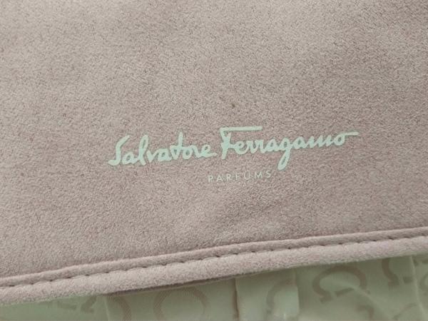 サルバトーレフェラガモ パフューム ハンドバッグ美品  ピンク ガンチーニ ナイロン