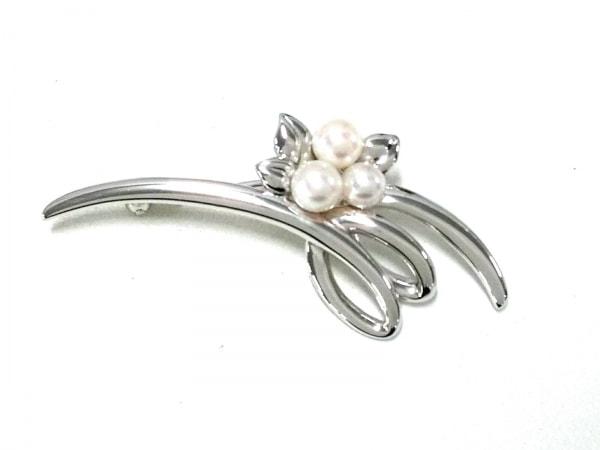 田崎真珠(タサキシンジュ) ブローチ美品  金属素材×パール シルバー×白