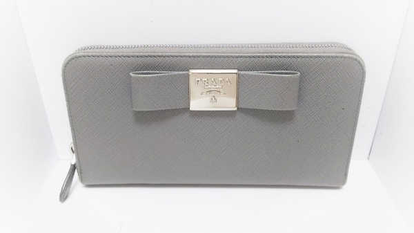 PRADA(プラダ) 長財布 - グレー ラウンドファスナー/リボン/ロゴプレート