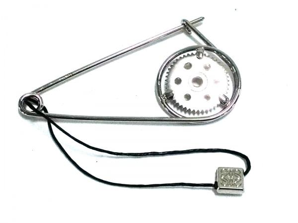 LOEWE(ロエベ) ブローチ美品  金属素材 シルバー 歯車モチーフ/ピンブローチ