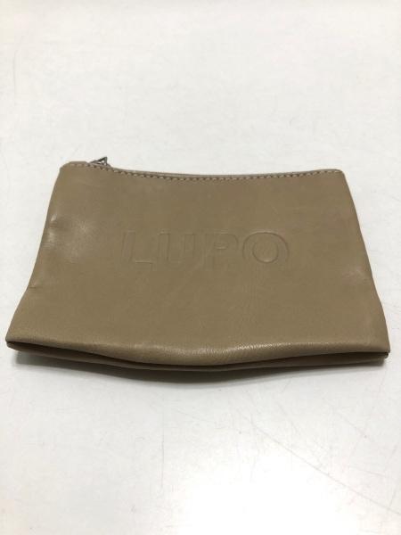 LUPO(ルポ) トートバッグ 白 型押し加工 レザー