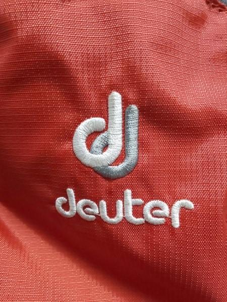 deuter(ドイター) リュックサック美品  レッド×ベージュ×グレー ナイロン×化学繊維