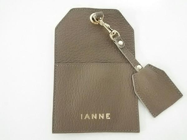 IANNE(イアンヌ) 携帯電話ケース新品同様  ペトラ モカ スマートフォンケース レザー