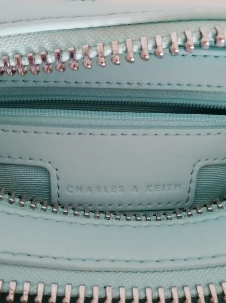 チャールズ&キース ショルダーバッグ ライトブルー ストラップ取り外し可 レザー