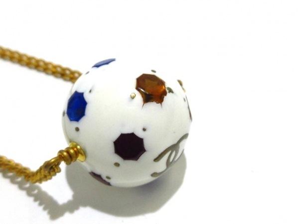 シャネル ネックレス美品  プラスチック×金属素材×カラーストーン 白×マルチ