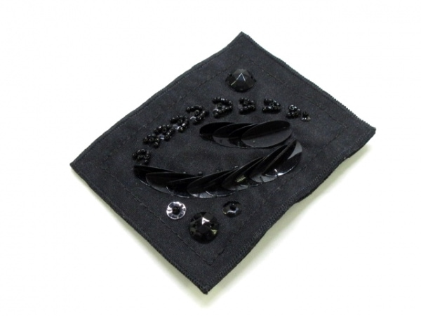 PRADA(プラダ) ブローチ美品  ナイロン 黒 スパンコール/ビジュー
