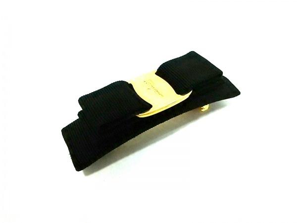 サルバトーレフェラガモ バレッタ美品  ヴァラ 化学繊維×金属素材 黒×ゴールド