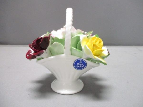 ロイヤルドルトン 小物美品  アイボリー×ボルドー×マルチ フラワー 陶器