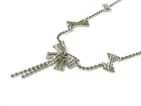 imac(イマック) ネックレス美品  金属素材×ラインストーン シルバー リボン
