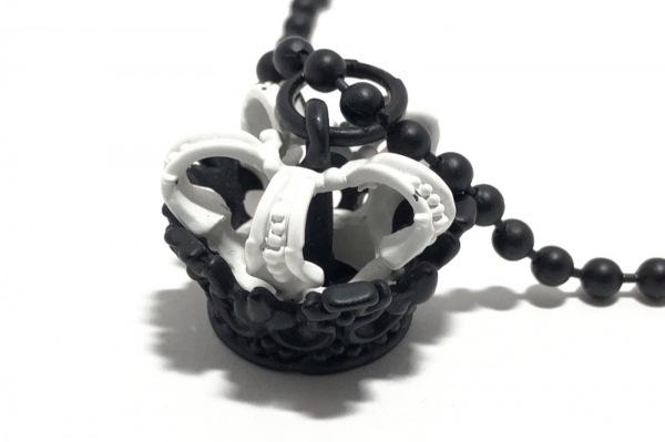 ALGONQUINS(アルゴンキン) ネックレス美品  金属素材 黒×白 王冠