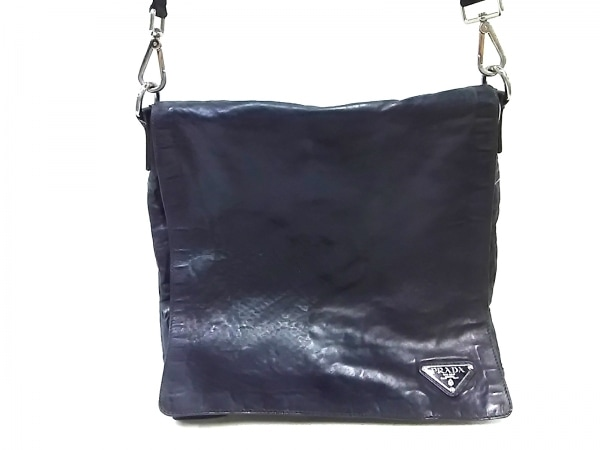 PRADA(プラダ) ショルダーバッグ - 黒 革タグ レザー