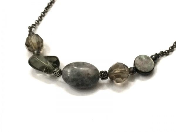 AGATHA(アガタ) ネックレス 金属素材×カラーストーン グレー×アイボリー×マルチ