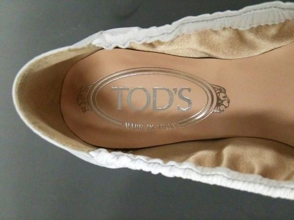 TOD'S(トッズ) フラットシューズ 36 レディース美品  白 リボン レザー
