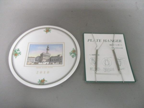 リチャードジノリ プレート新品同様  白×マルチ イヤーズプレート/2010 陶器