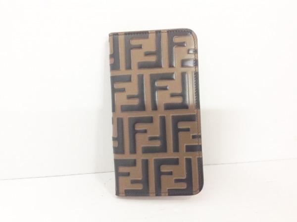 FENDI(フェンディ) 携帯電話ケース ズッカ柄 7AR675 ブラウン×ダークブラウン レザー